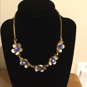 Jewelry - Blue flower necklace